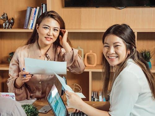 Fotos de stock gratuitas de asiático, chino, compañeros de trabajo