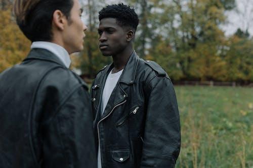 Kostenloses Stock Foto zu afroamerikanischer mann, asiatischer mann, fashion