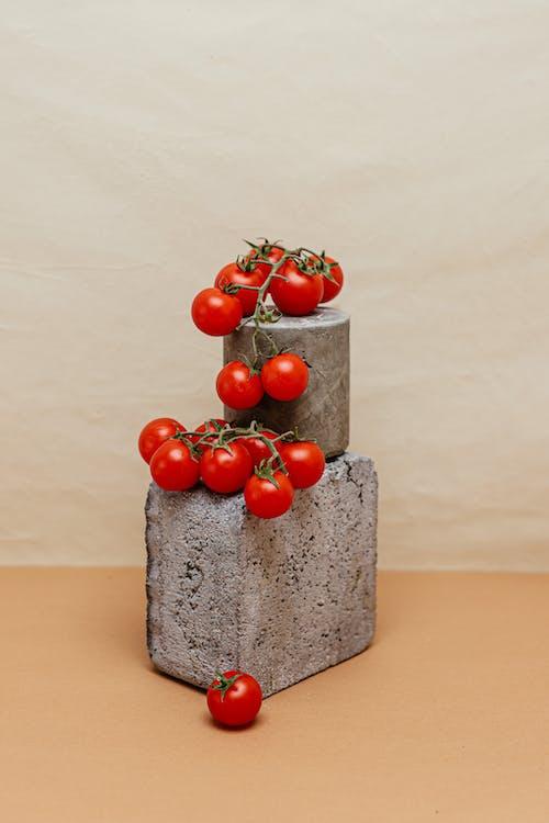 コンクリートブロック, チェリートマト, フルーツの無料の写真素材