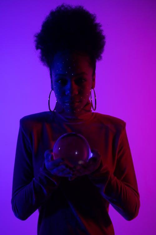 Foto profissional grátis de afro-americano, bola de cristal, cabelo afro