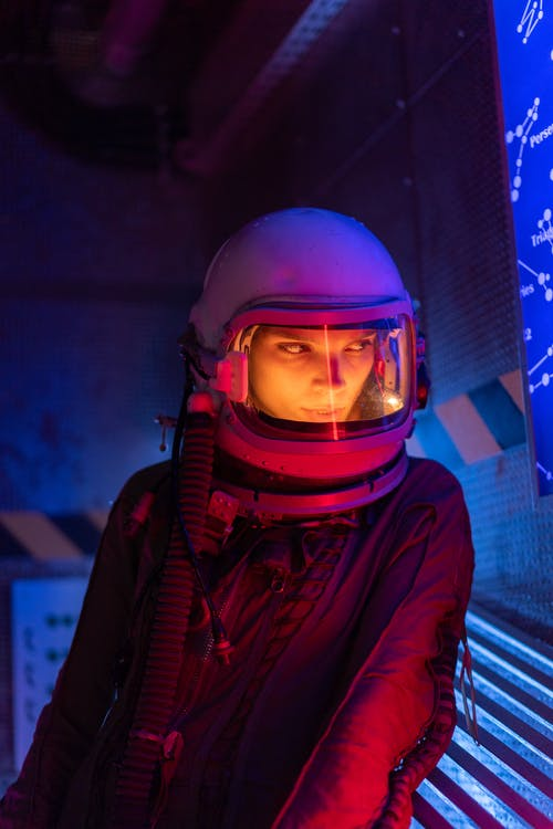 Foto profissional grátis de adulto, astronauta, ciência