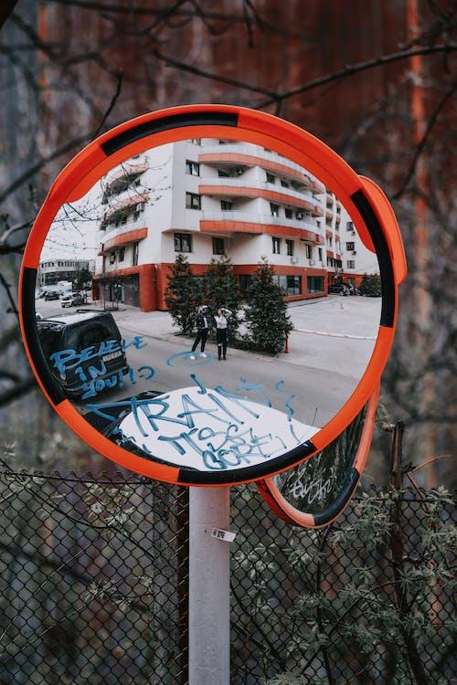 Безкоштовне стокове фото на тему «архітектура, Вулиця, дерево»