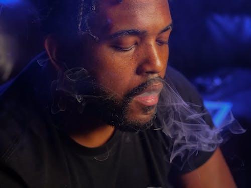 Ilmainen kuvapankkikuva tunnisteilla afroamerikkalainen, dreadlockit, hengittää sisään