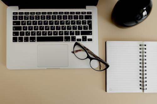 Бесплатное стоковое фото с бизнес, бумага, в помещении