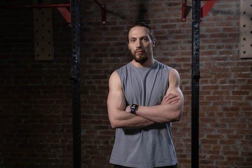 adam, atlet, ayakta içeren Ücretsiz stok fotoğraf