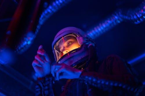Immagine gratuita di adulto, astronauta, casco