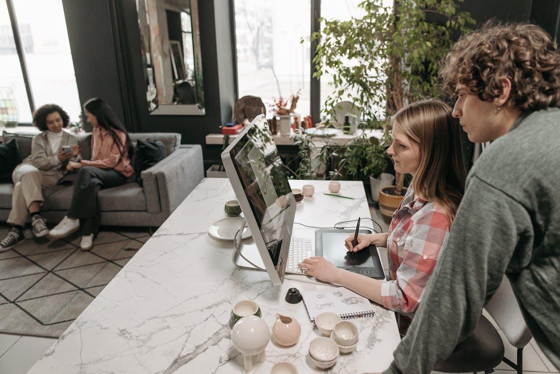 Fotos de stock gratuitas de adentro, adulto, café
