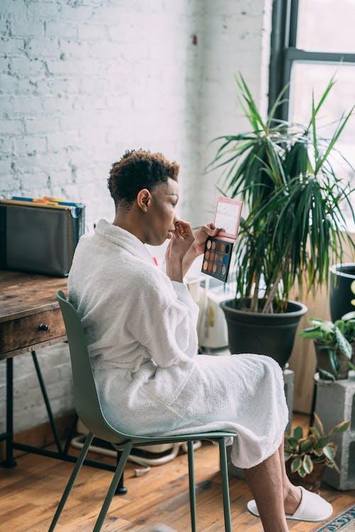 Бесплатное стоковое фото с альтернатива, афро-американец, банный халат