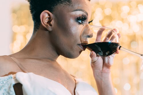 Gratis arkivbilde med afrikansk-amerikansk, alkohol, alvorlig