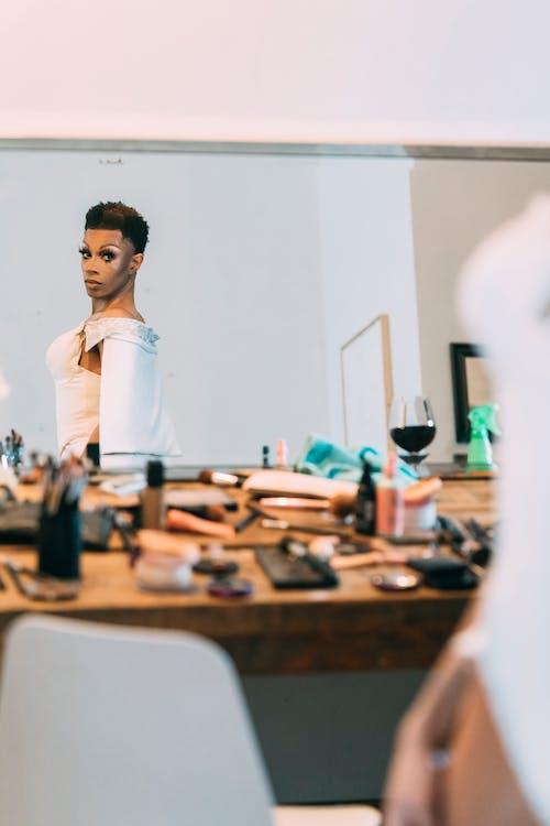Gratis arkivbilde med afrikansk-amerikansk mann, alvorlig, androgyne