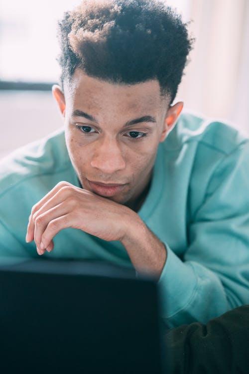 Ilmainen kuvapankkikuva tunnisteilla afroamerikkalainen mies, ajattelu, Ammatti