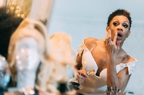 Бесплатное стоковое фото с артист, афро-американец, в помещении