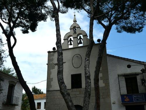 Gratis stockfoto met blauwe lucht, bomen, kerkgebouw