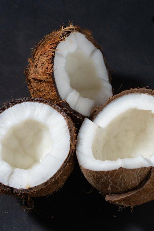 Darmowe zdjęcie z galerii z kokosy, owoc, pionowy strzał
