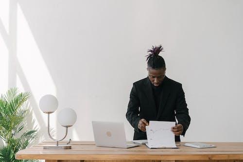 คลังภาพถ่ายฟรี ของ paperworks, การวิเคราะห์, ชายผิวดำ