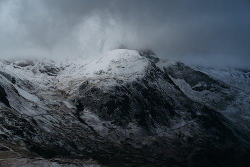 Δωρεάν στοκ φωτογραφιών με ασπρόμαυρο, βουνά, βράχια, γραφικός