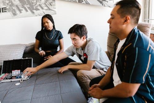 Gratis arkivbilde med innendørs, mangfold, mennesker