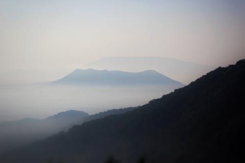 Gratis stockfoto met berg, blauwe bergen, landschap, mist