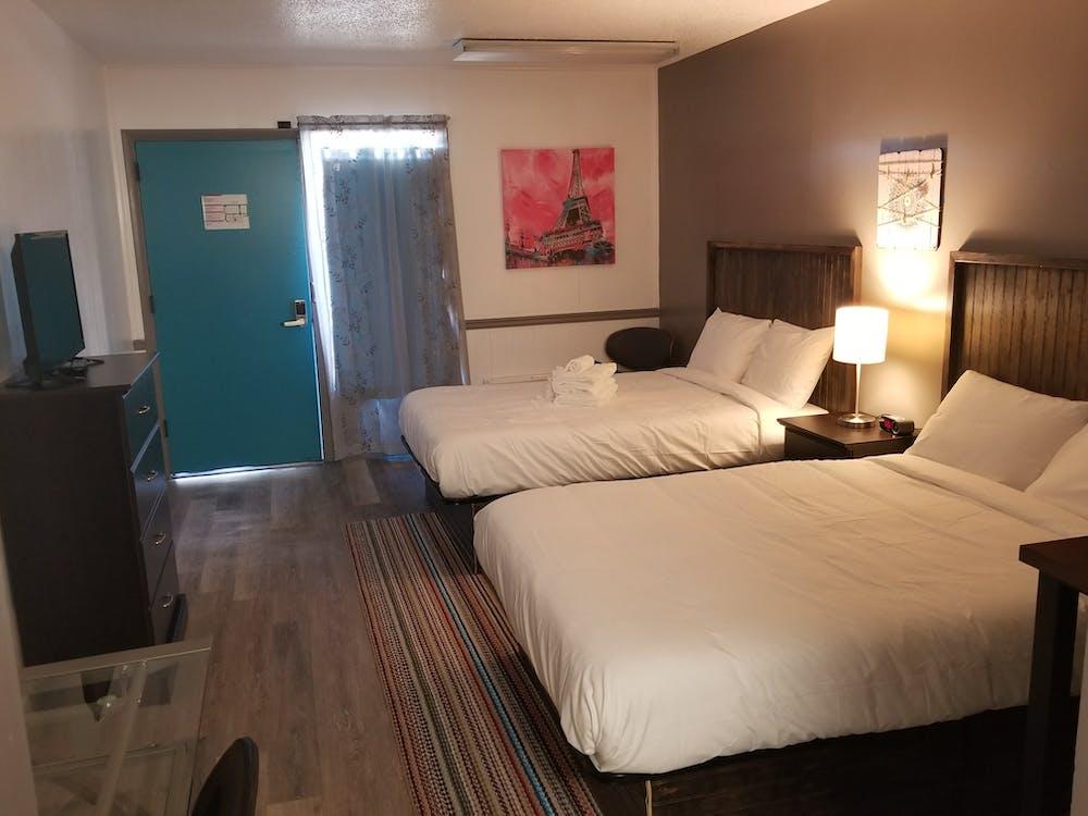 Kostenloses Stock Foto zu das moderne gasthaus, doppelbett, hotelzimmer
