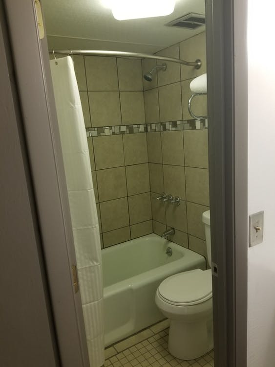 duş, duş almak, fayans içeren Ücretsiz stok fotoğraf