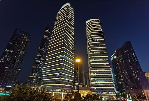 Foto profissional grátis de arquitetura, arranha-céu, cair da noite