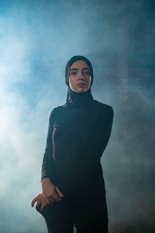 Gratis arkivbilde med alvorlig, attraktiv, hijab