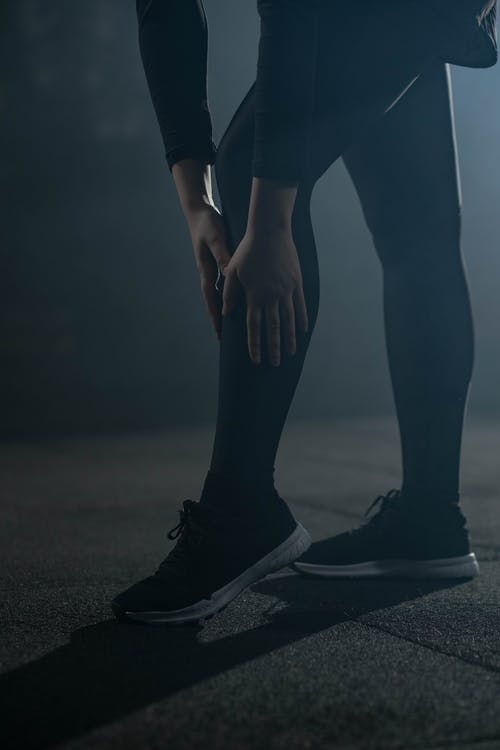 Foto profissional grátis de activewear, calçados, de pé