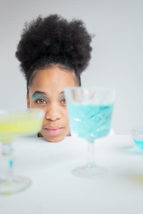 Základová fotografie zdarma na téma afroameričanka, atraktivní, barevný