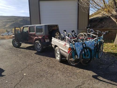 吉普車, 拖車, 骑自行车 的 免费素材图片
