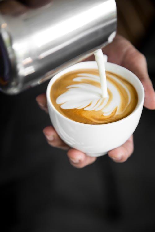 atraktívny, barista, cappuccino