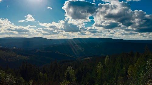 Darmowe zdjęcie z galerii z chmury, drzewa, dzień, góra
