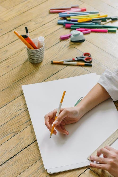 ahşap, boya fırçası, boyama içeren Ücretsiz stok fotoğraf
