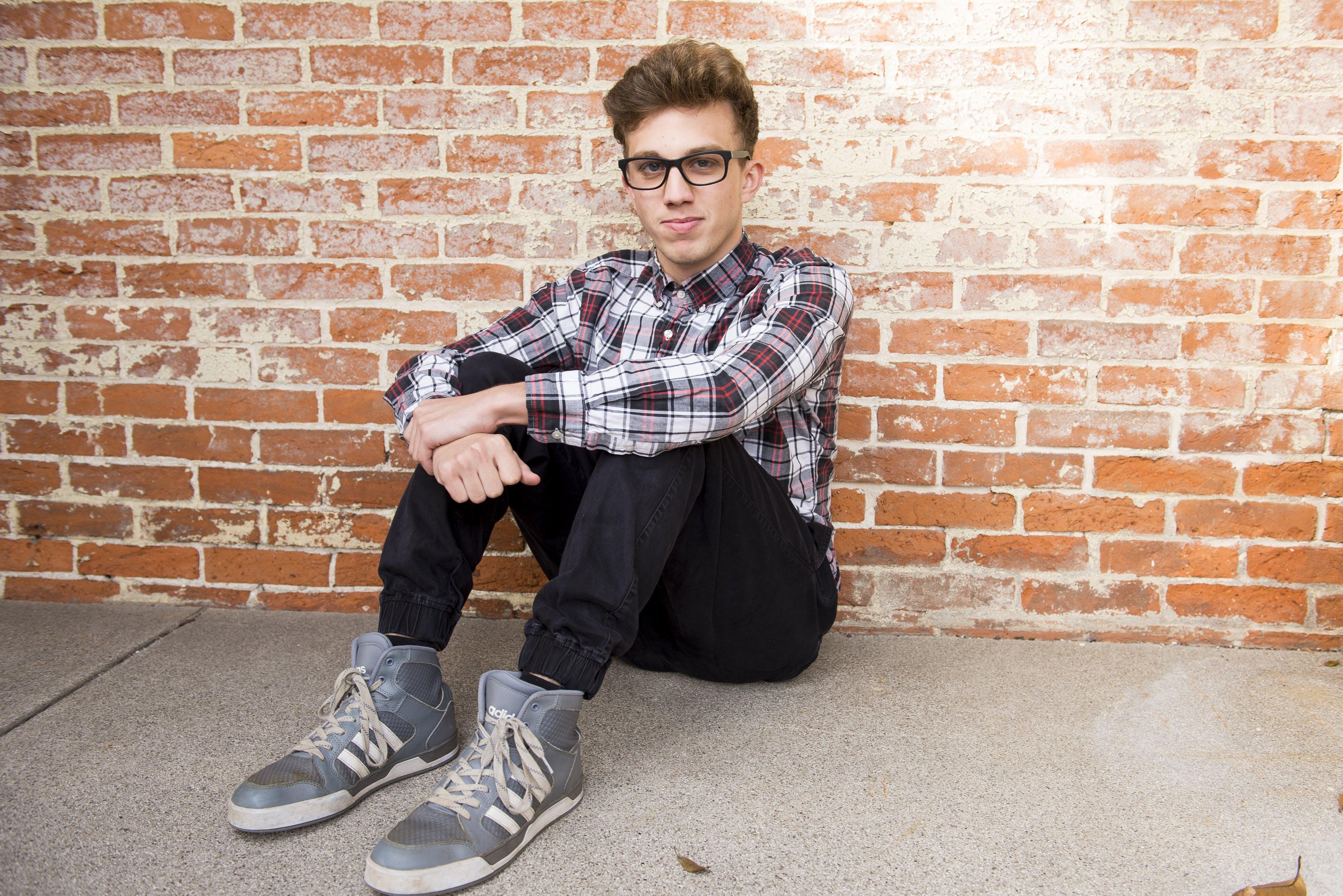 Fotos de stock gratuitas de calzado, casual, chaval, desgaste