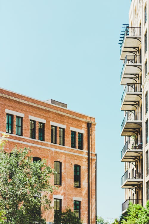 Immagine gratuita di appartamenti, architettura, balconi, bicchiere