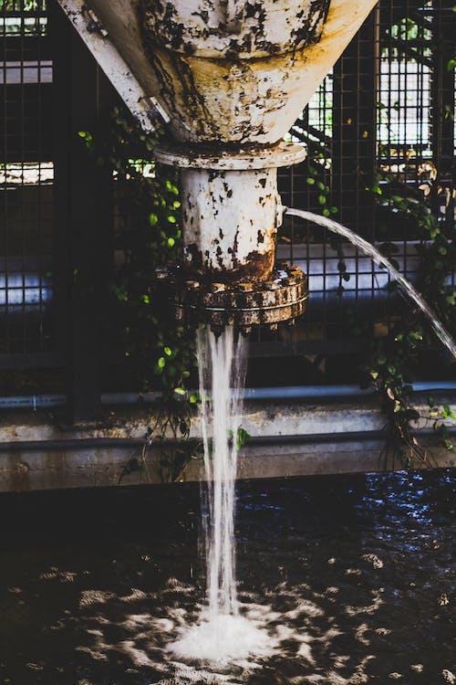Kostenloses Stock Foto zu fließen, h2o, rohr, rost