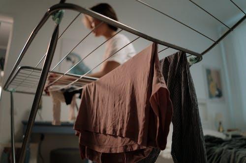 Gratis stockfoto met kamer, kleding, kleren