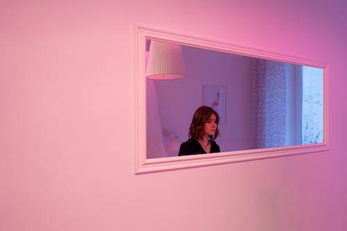 Gratis stockfoto met aantrekkelijk mooi, binnen, binnenshuis