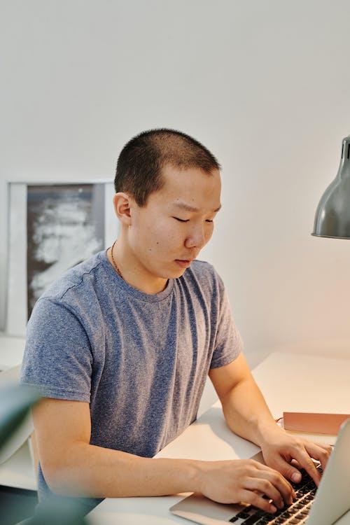 Photos gratuites de bureau, être assis, homme asiatique