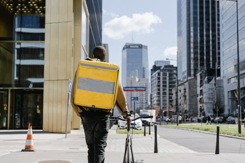 Kostenloses Stock Foto zu bedienung, fahrrad, gehen