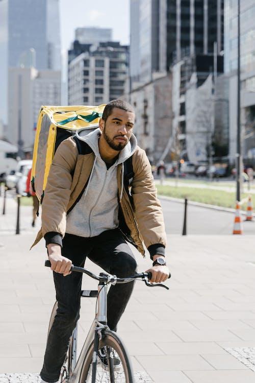 Kostenloses Stock Foto zu arbeit, bedienung, fahrrad