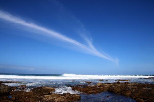 Δωρεάν στοκ φωτογραφιών με ακτή, αφρός της θάλασσας, βράχια, βραχώδης ακτή