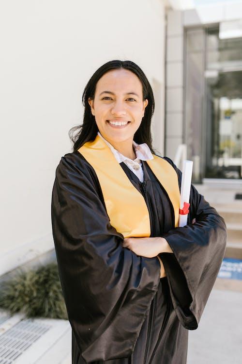 Δωρεάν στοκ φωτογραφιών με ακαδημαϊκή στολή, αποφοίτηση, δίπλωμα
