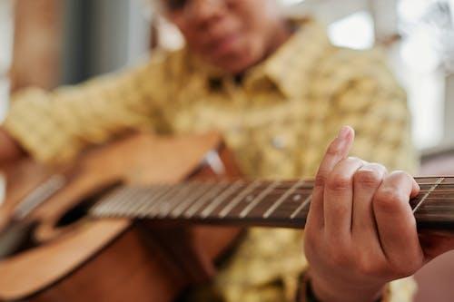 Безкоштовне стокове фото на тему «акорд, Вибірковий фокус, гітара»