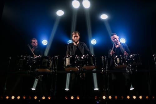 Fotos de stock gratuitas de actuación en vivo, banda, batería