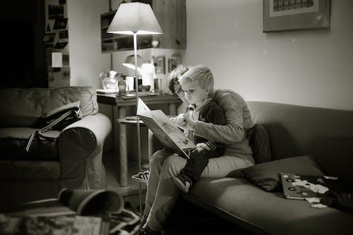 Ingyenes stockfotó anya, beltéri, bútor, család témában