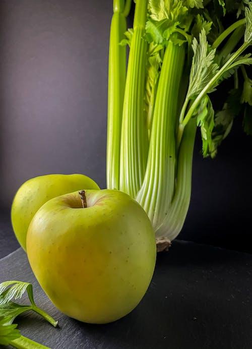 Kostnadsfri bild av äpplen, bord, färsk