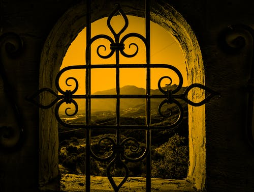 窓からのマウンテンビューの無料の写真素材