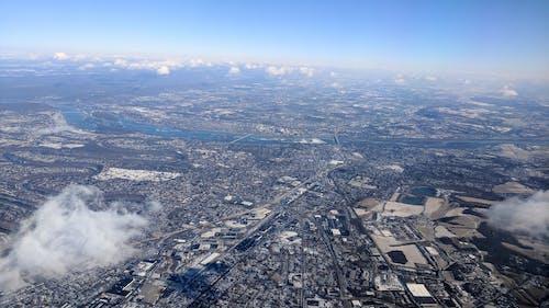 Darmowe zdjęcie z galerii z błękitne niebo, lotniczy, obszar miejski, śnieg