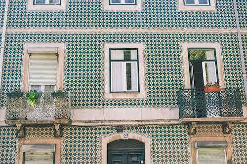 Foto stok gratis apartemen, Arsitektur, balkon, bangunan