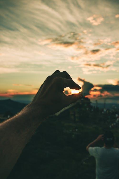 太陽, 成人, 抓住, 日落 的 免費圖庫相片
